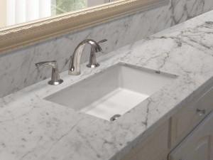 Top e rivestimento bagno in marmo apuano